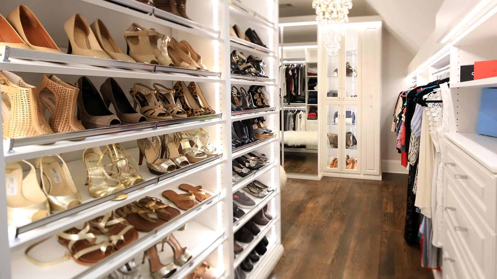 Walk in Closet Shoe Storage